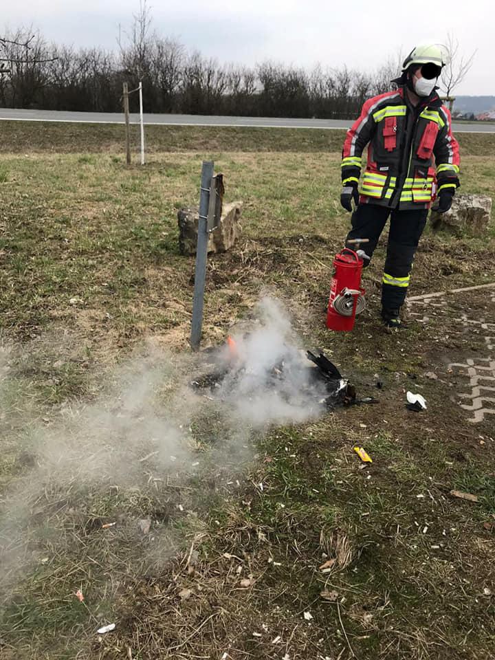 FF Forth brennender Mulleimer 2 – Feuerwehr Forth
